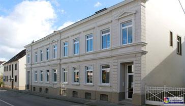 Neuanstrich erfolgte dann mit bewährten, äußerst langlebigen Fassadenfarben auf Silikatbasis von der Firma KEIM.